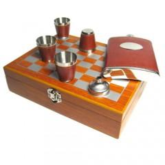 Шахматный подарочный набор с флягой, воронкой и стаканами