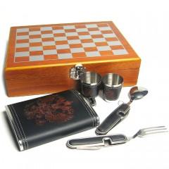 Походный подарочный набор с шахматами, флягой, стопками, вилкой, ложкой