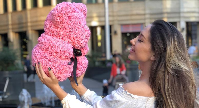 Медведь из роз с лентой