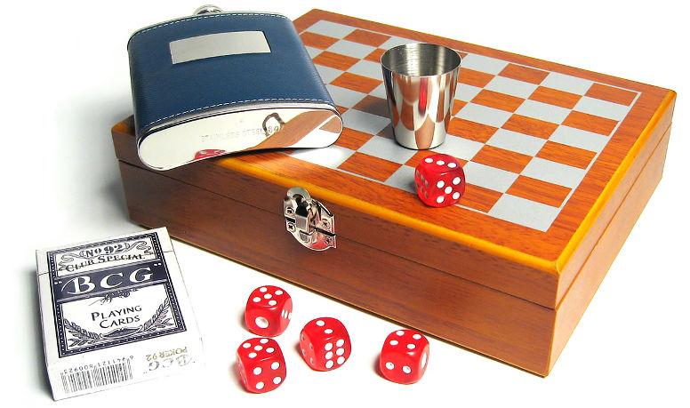 Игровой подарочный набор с шахматами